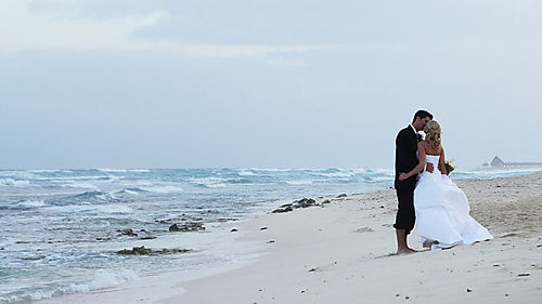 Wedding-bride-groom-kiss-beach